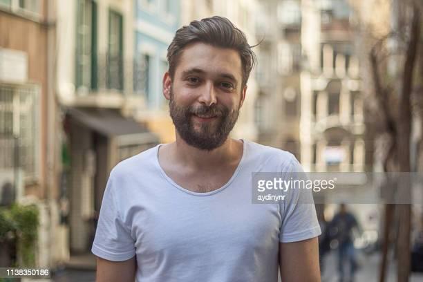 portret van een jonge volwassene - 30 34 jaar stockfoto's en -beelden