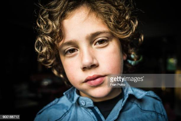 portrait of a young boy. - verlegen stockfoto's en -beelden
