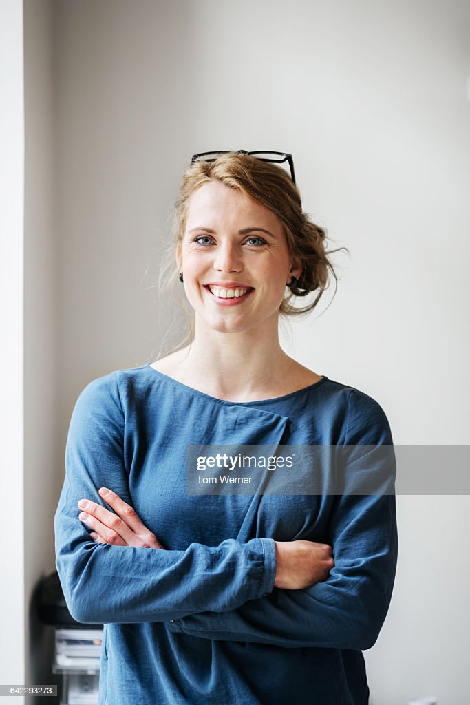 Portrait of a young casual start up businesswoman : Stock-Foto