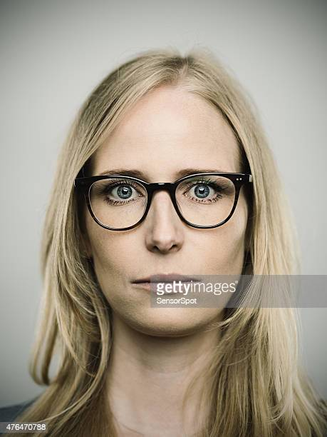 Porträt eines jungen deutsche Frau, Blick in die Kamera