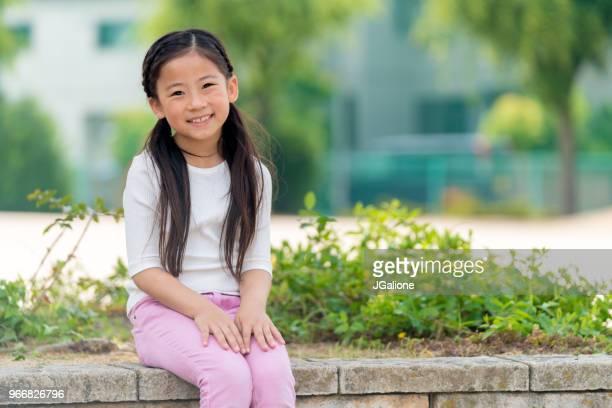 若い女性のポートレート - 8歳から9歳 ストックフォトと画像