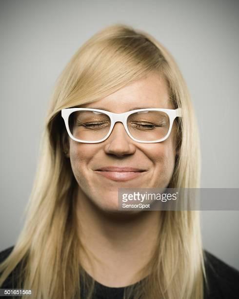 Porträt eines jungen glücklich australische Frau, Blick in die Kamera
