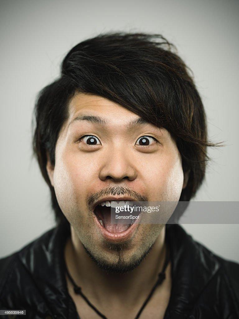 ポートレート、若い幸せな日本の男性カメラ目線 : ストックフォト