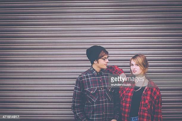 ヒップスターのポートレート、若いカップル