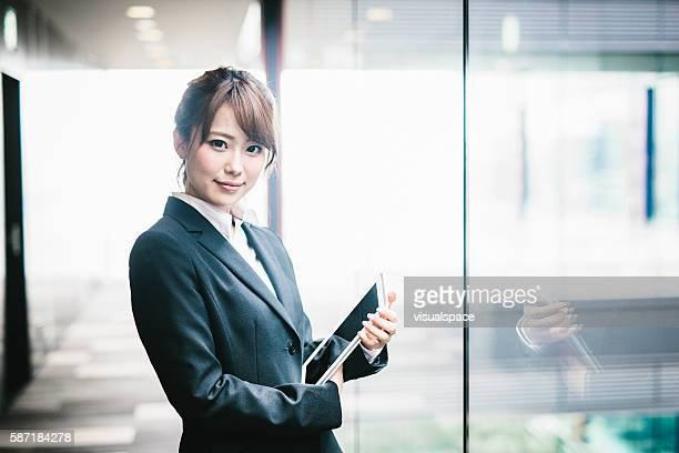 portrait of a young japanese business woman - スーツ ストックフォトと画像