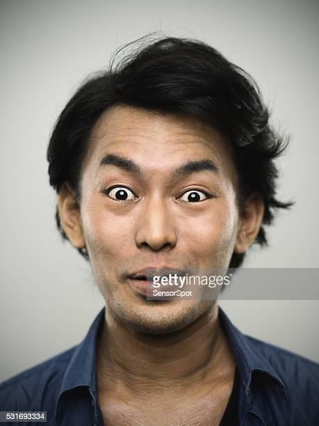 の肖像若い日本人男性カメラを見ているます。