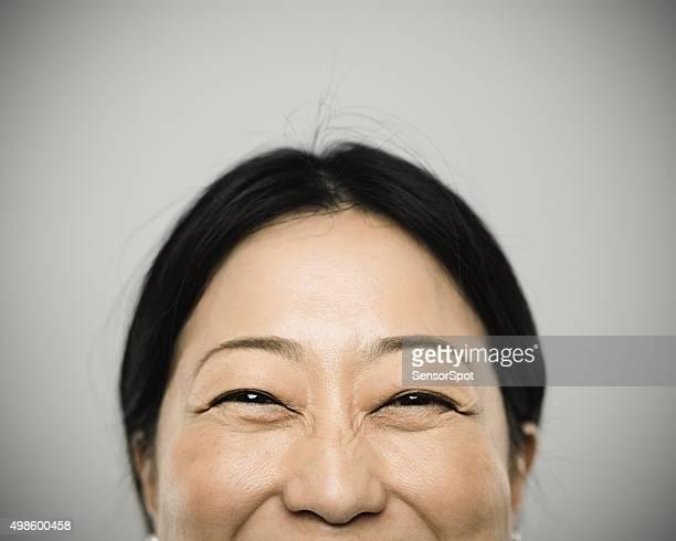 Portrait d'une jeune femme japonais'avec sourire heureux