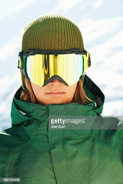 portrait of a young male snowboarder - só adultos imagens e fotografias de stock