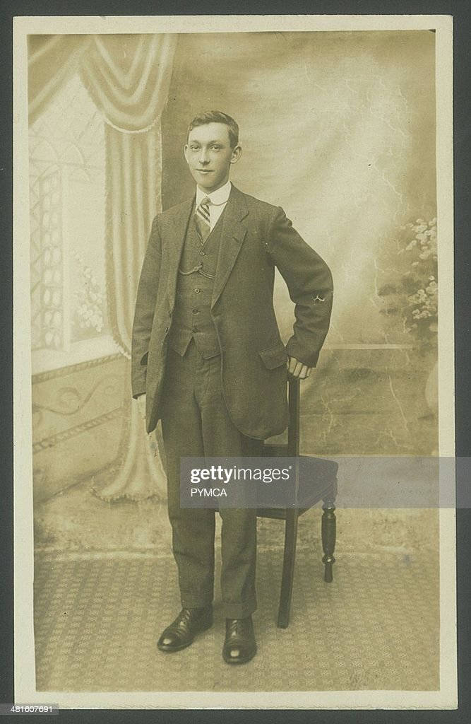 Portrait of a young man in a suit, circa 1920s : News Photo