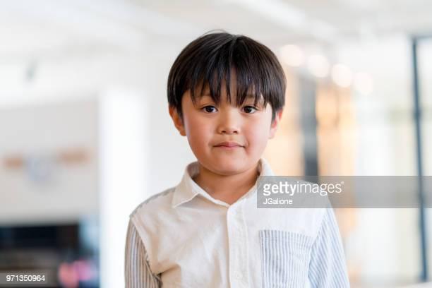 若い男の子の肖像画 - 男子生徒 ストックフォトと画像