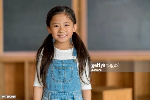 のポートレート、若いスクールガール - 8歳から9歳 ストックフォトと画像