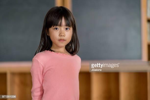 のポートレート、若いスクールガール - 少女 ストックフォトと画像