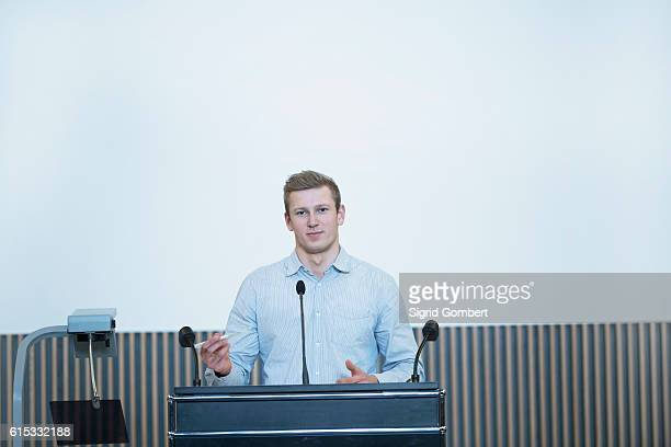 portrait of a young student giving lecture in lecture hall, freiburg im breisgau, baden-württemberg, germany - sigrid gombert stock-fotos und bilder