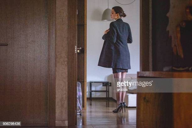 portrait of a young woman at home getting dressed and preparing for a work - donne mentre si spogliano foto e immagini stock