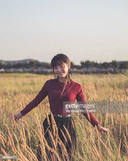 portrait of a young woman in field - kim tae hyung stock pictures, royalty-free photos & images