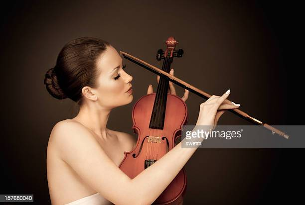 Portrait of a young woman playing the violin.