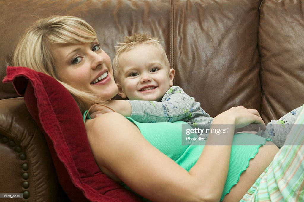 Portrait of a young woman with her child smiling : Foto de stock