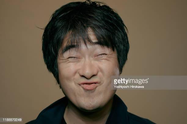 portrait of actor - een gek gezicht trekken stockfoto's en -beelden