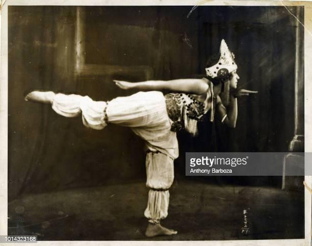 Portrait of actress Edna Morton in costume early twentieth century
