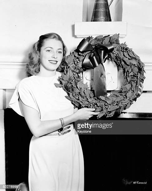 Portrait of actress Eleanor Parker holding a wreath soon to appear in the movie 'The Voice of the Turtle' circa 1947