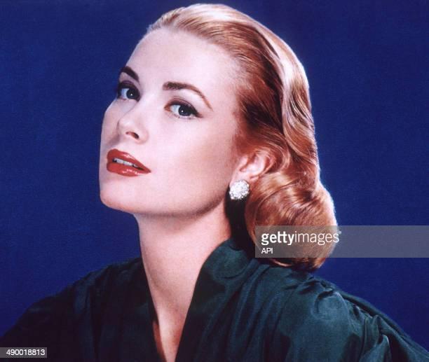 Portrait of actress Grace Kelly in 1954