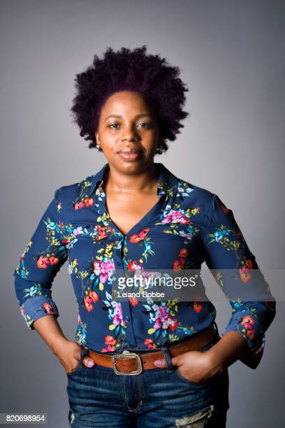 portrait of african american woman - printed sleeve stock pictures, royalty-free photos & images
