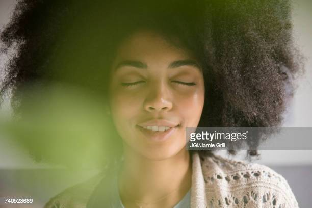 portrait of african american woman with eyes closed - ruhe stock-fotos und bilder