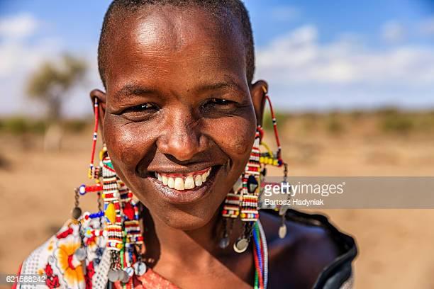 Retrato de mujer africana desde Maasai tribe, Kenia, África