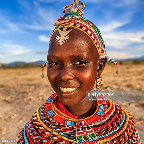 Retrato de mujer africana de Samburu tribe, Kenia, África