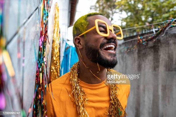 portrait of afro man enjoying the carnival - brazilian carnival stock pictures, royalty-free photos & images