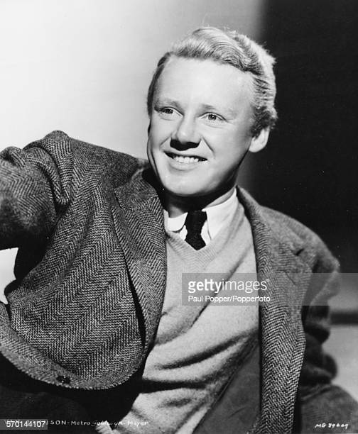 Portrait of American actor Van Johnson wearing a sweater and sports jacket circa 1945