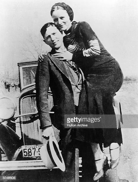 Portrait of American bank robbers and lovers Clyde Barrow and Bonnie Parker , popularly known as Bonnie and Clyde, circa 1933.