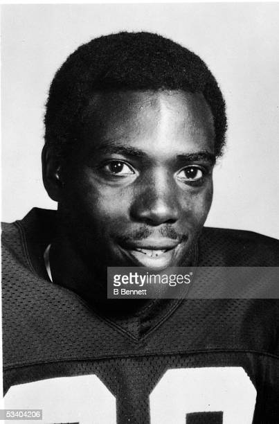Portrait of American professional football player Ozzie Newsome of the Cleveland Browns 1980s