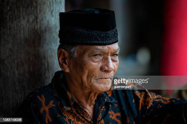 portrait of an elder man of the toraja tribe, sulawesi, indonesia - rantepao stock photos and pictures