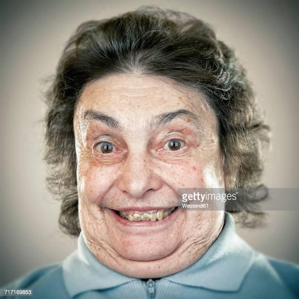 portrait of an elderly lady - femme coquine photos et images de collection