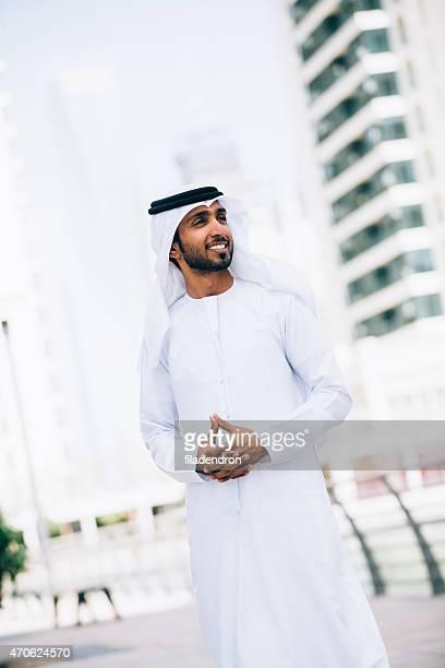 portrait of an emirati - midden oosterse etniciteit stockfoto's en -beelden