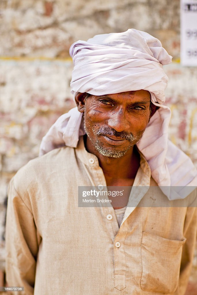 Portrait of an Indian working man : Stockfoto