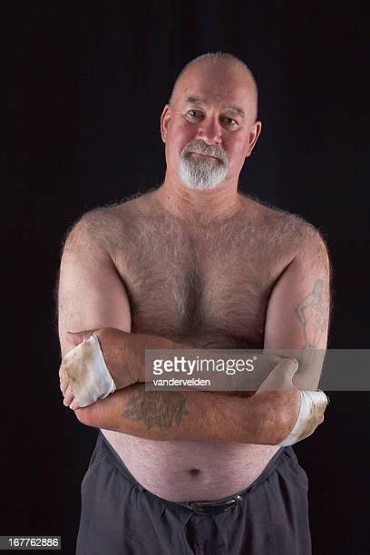 portrait eines alten bareknuckle champion - senioren aktfotos stock-fotos und bilder