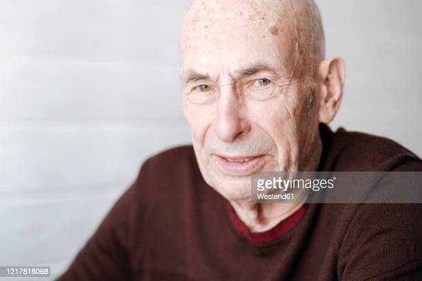 portrait of an old man - lentigo fotografías e imágenes de stock