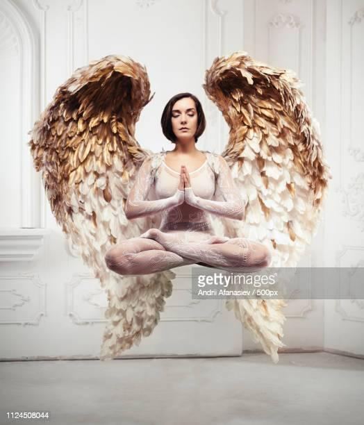 portrait of angel levitating - ukrainian angel stockfoto's en -beelden