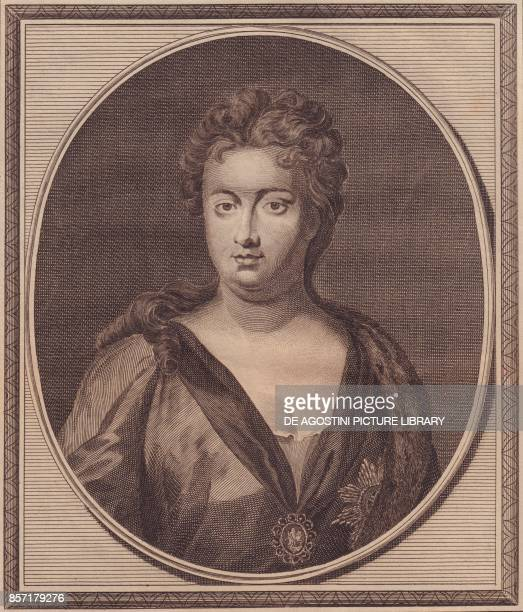Portrait of Anne Stuart Queen of Great Britain copper engraving by John Goldar from a painting by G Kneller 19x16 cm from History of England by Paul...