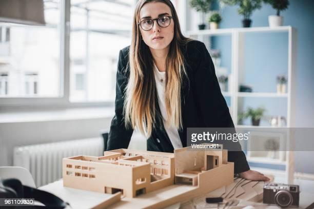portrait of architect with architectural model in office - architekturberuf stock-fotos und bilder