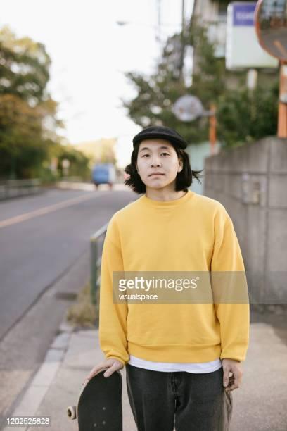 アジアスケートボーダーの肖像 - street style ストックフォトと画像