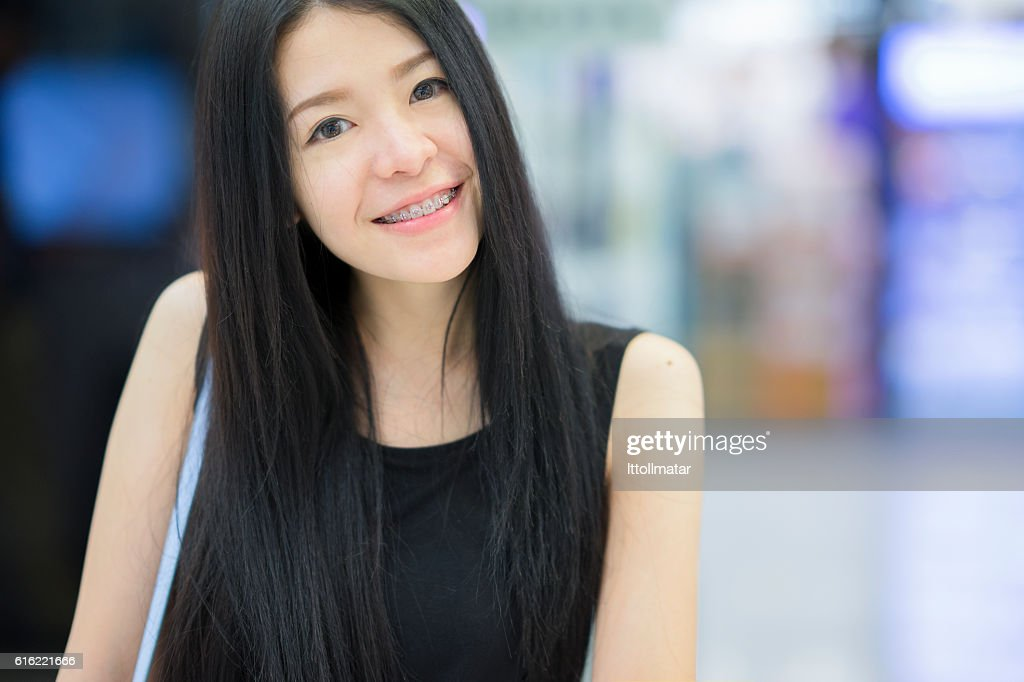 Portrait of asian woman smiling to the camera : Bildbanksbilder