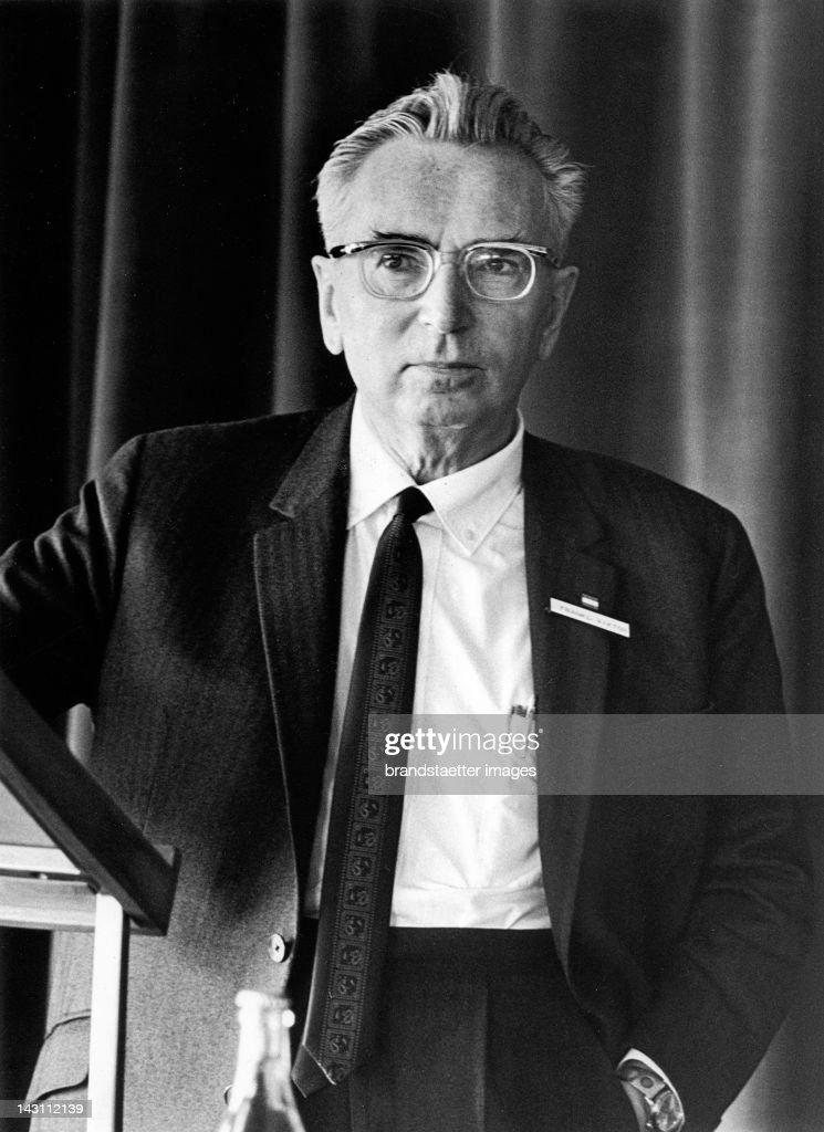 Portrait of Austrian psychologist Viktor Frankl. Photograph. 1969. : ニュース写真