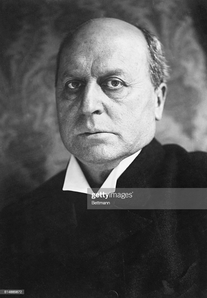 Portrait of author Henry James. Photo 1863-64. Harvard University.