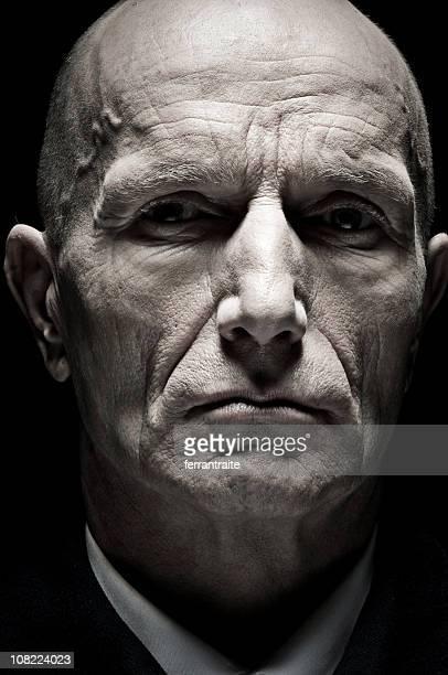Porträt von Glatzenbildung alter Mann, niedrigen Schlüssel versehen