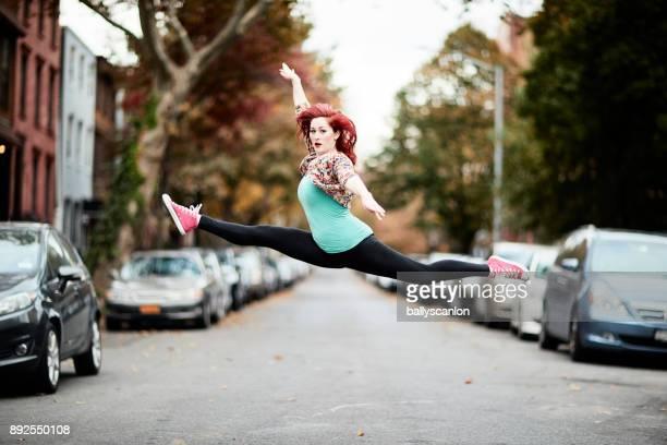 portrait of ballet dancer on streets of brooklyn - 22 jump street fotografías e imágenes de stock