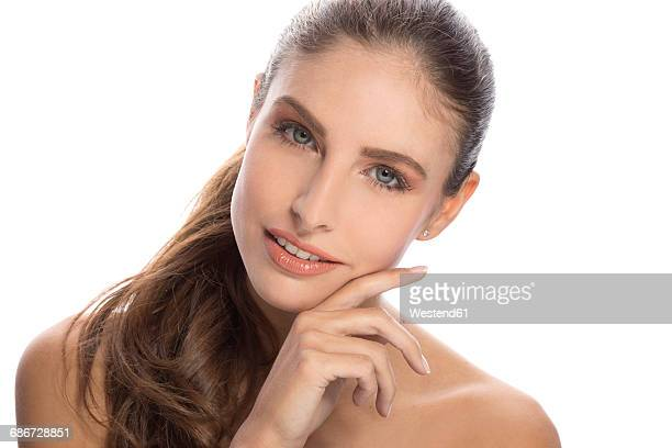 portrait of bare-chested young woman in front of white background touching her cheek - beautiful bare women fotografías e imágenes de stock