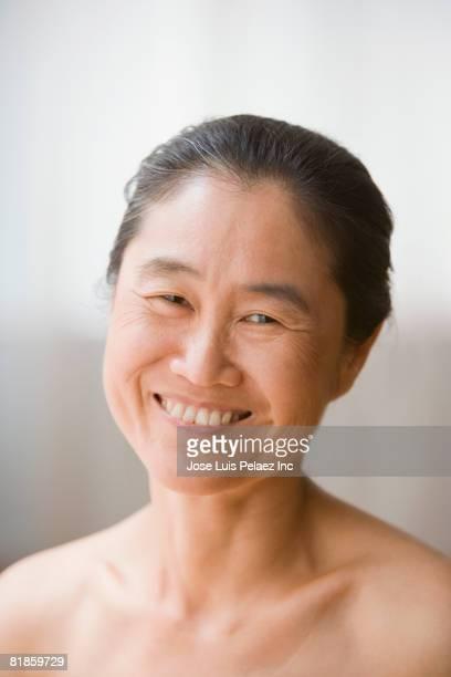 portrait of bare-shouldered asian woman - chest barechested bare chested foto e immagini stock